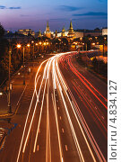 Автомобильная дорога рядом с Московским Кремлём (2013 год). Стоковое фото, фотограф Артём Сапегин / Фотобанк Лори