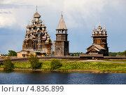 Купить «Преображенский, Покровский храмы и колокольня в Кижах», фото № 4836899, снято 7 июня 2013 г. (c) Igor Lijashkov / Фотобанк Лори