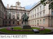 Купить «Памятник Императору Александру III во дворе Мраморного дворца . Санкт-Петербург.», фото № 4837071, снято 12 июня 2013 г. (c) Igor Lijashkov / Фотобанк Лори