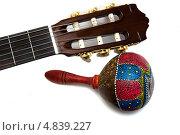 Маракас и гриф акустической гитары. Стоковое фото, фотограф Илья Попов / Фотобанк Лори