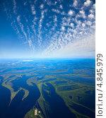 Затопленная пойма большой реки во время весеннего паводка, вид сверху. Стоковое фото, фотограф Владимир Мельников / Фотобанк Лори