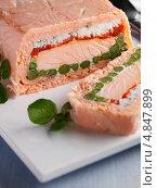 Купить «Террин из лосося с отрезанным кусочком», фото № 4847899, снято 14 декабря 2018 г. (c) Food And Drink Photos / Фотобанк Лори