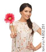 Красивая девушка в летнем платье с цветком. Стоковое фото, фотограф Syda Productions / Фотобанк Лори