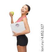 Купить «Спортивная девушка с весами и зеленым яблоком», фото № 4852327, снято 12 января 2013 г. (c) Syda Productions / Фотобанк Лори