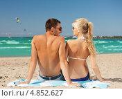 Купить «Счастливая пара отдыхает на песочном пляже у моря», фото № 4852627, снято 4 августа 2012 г. (c) Syda Productions / Фотобанк Лори