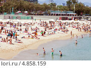 Купить «Люди загорают на пляже Nova Icaria в Барселоне», фото № 4858159, снято 28 июня 2013 г. (c) Яков Филимонов / Фотобанк Лори
