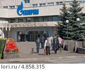 Купить «Подъезд административного здания концерна Газпром. Москва», эксклюзивное фото № 4858315, снято 13 сентября 2012 г. (c) Илья Галахов / Фотобанк Лори