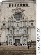Главный фасад кафедрального собора. Жирона, Испания (2013 год). Редакционное фото, фотограф Марат Сабиров / Фотобанк Лори