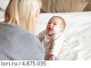 Купить «Мама кладет новорожденного», фото № 4875035, снято 31 октября 2011 г. (c) Wavebreak Media / Фотобанк Лори
