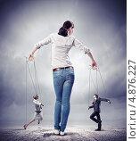 Купить «Бизнесмены-марионетки танцуют в руках юной девушки-кукловода», фото № 4876227, снято 6 августа 2020 г. (c) Sergey Nivens / Фотобанк Лори