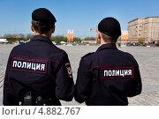 Купить «Полицейский патруль следит за правопорядком во время праздничных мероприятий на Поклонной горе, Москва», эксклюзивное фото № 4882767, снято 8 мая 2013 г. (c) Николай Винокуров / Фотобанк Лори