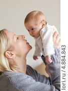 Купить «Мама держит новорожденного», фото № 4884843, снято 31 октября 2011 г. (c) Wavebreak Media / Фотобанк Лори