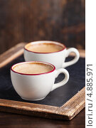 Купить «Две чашки кофе на деревянном столе», фото № 4885971, снято 8 февраля 2013 г. (c) Лисовская Наталья / Фотобанк Лори