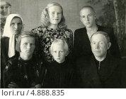 Купить «Советская семья (1950)», эксклюзивное фото № 4888835, снято 26 февраля 2020 г. (c) Михаил Ворожцов / Фотобанк Лори