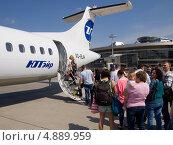 Купить «Посадка в самолет ATR 72», эксклюзивное фото № 4889959, снято 18 мая 2013 г. (c) Вячеслав Палес / Фотобанк Лори