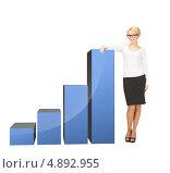 Купить «Счастливая деловая женщина на фоне растущего графика», фото № 4892955, снято 12 февраля 2011 г. (c) Syda Productions / Фотобанк Лори