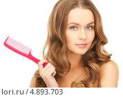Купить «Красивая молодая женщина с красной пластиковой расческой», фото № 4893703, снято 10 октября 2010 г. (c) Syda Productions / Фотобанк Лори