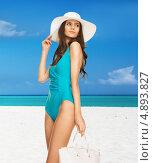 Купить «Стройная девушка в купальнике и шляпе на песочном пляже у моря», фото № 4893827, снято 12 мая 2013 г. (c) Syda Productions / Фотобанк Лори