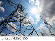 Купить «Воздушная высоковольтная линия электропередачи на фоне неба с облаками», фото № 4896855, снято 23 июля 2013 г. (c) Михаил Коханчиков / Фотобанк Лори