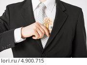 Купить «Бизнесмен в костюме убирает деньги», фото № 4900715, снято 21 марта 2013 г. (c) Syda Productions / Фотобанк Лори