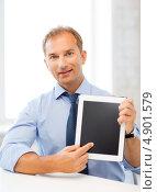 Купить «Бизнесмен средних лет с планшетным компьютером в офисе», фото № 4901579, снято 9 июня 2013 г. (c) Syda Productions / Фотобанк Лори