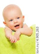 Купить «Маленький ребенок на зеленом полотенце», фото № 4905263, снято 29 марта 2013 г. (c) Сергей Новиков / Фотобанк Лори
