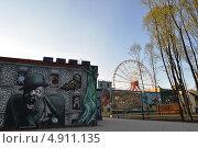 Купить «Дом ужасов и колесо обозрения в парке развлечения в Харькове», фото № 4911135, снято 23 апреля 2013 г. (c) Sanna / Фотобанк Лори