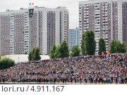 Купить «Вид сверху на большую плотную толпу людей на мероприятии в Строгине, Москва», эксклюзивное фото № 4911167, снято 28 июля 2013 г. (c) Николай Винокуров / Фотобанк Лори