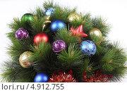 Новогодние игрушки на еловой ветке. Стоковое фото, фотограф Екатерина Высотина / Фотобанк Лори