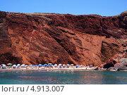 Купить «Красный пляж острова Санторини, Греция», фото № 4913007, снято 5 сентября 2010 г. (c) ElenArt / Фотобанк Лори