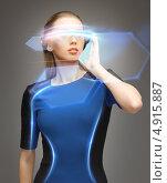 Купить «Девушка из будущего с футуристическими очками», фото № 4915887, снято 17 ноября 2012 г. (c) Syda Productions / Фотобанк Лори