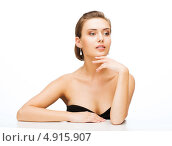Купить «Красивая молодая женщина с обнаженными плечами и вечерней прической на белом фоне», фото № 4915907, снято 22 июня 2013 г. (c) Syda Productions / Фотобанк Лори