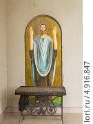 Фреска у входа в Храм, Арцах (2013 год). Редакционное фото, фотограф Emelinna / Фотобанк Лори