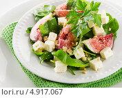 Салат с плодами инжира и сыром. Стоковое фото, фотограф Tatjana Baibakova / Фотобанк Лори