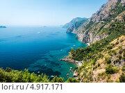 Морской пейзаж, скалы на берегу Amalfi Coast. Via Nastro Azzurro, Италия (2013 год). Стоковое фото, фотограф Alexander Tihonovs / Фотобанк Лори