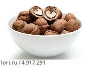 Грецкие орехи в миске. Стоковое фото, фотограф Вероника Конкина / Фотобанк Лори