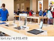 Купить «Презентационный центр Apple Inc в Барселоне, Испания», фото № 4918419, снято 26 февраля 2013 г. (c) Яков Филимонов / Фотобанк Лори
