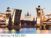Санкт-Петербург. Смольный собор в створе разведённого Большеохтинского моста (2013 год). Стоковое фото, фотограф Литвяк Игорь / Фотобанк Лори