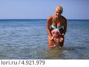 Отдых на море с грудным ребенком. Стоковое фото, фотограф Роман Кокорев / Фотобанк Лори
