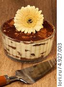 Купить «Итальянский десерт тирамису», фото № 4927003, снято 29 июня 2011 г. (c) ElenArt / Фотобанк Лори