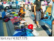 Купить «Люди на рынке в китайском квартале Куала-Лумпура», фото № 4927175, снято 12 мая 2013 г. (c) Иван Нестеров / Фотобанк Лори