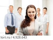 Купить «Привлекательная деловая женщина улыбается в офисе», фото № 4928643, снято 16 июля 2011 г. (c) Syda Productions / Фотобанк Лори