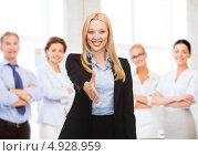 Купить «Успешная женщина босс со своими подчиненными в офисе», фото № 4928959, снято 13 июня 2013 г. (c) Syda Productions / Фотобанк Лори