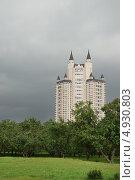 Купить «Город Москва, жилой комплекс «Эдельвейс»», эксклюзивное фото № 4930803, снято 5 августа 2013 г. (c) Dmitry29 / Фотобанк Лори