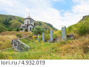Купить «Маленькая церковь с хачкарами по дороге.Сюник», фото № 4932019, снято 26 июля 2013 г. (c) Emelinna / Фотобанк Лори