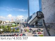 Купить «Камера видео наблюдения на автомобильной парковке», фото № 4933107, снято 6 августа 2013 г. (c) Кекяляйнен Андрей / Фотобанк Лори