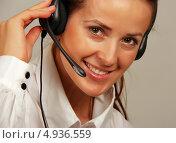 Купить «Девушка с телефонной гарнитурой», фото № 4936559, снято 26 октября 2011 г. (c) Николай Комаровский / Фотобанк Лори