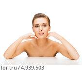 Купить «Юная девушка с вечерней прической и идеальной кожей на лице», фото № 4939503, снято 22 июня 2013 г. (c) Syda Productions / Фотобанк Лори