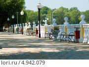 Купить «Набережная. Парк Зелёный остров. Город Черкесск», фото № 4942079, снято 11 августа 2013 г. (c) WalDeMarus / Фотобанк Лори