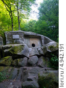 Памятник истории - Волконский дольмен, Волконка, Сочи (2013 год). Редакционное фото, фотограф Игорь Архипов / Фотобанк Лори